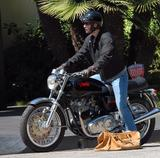 Keanu Reeves in front of his house in LA - June 5, 2008