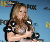 Mariah Carey in the press room at the 2005 American Music Awards Foto 505 (Марайа Кэри в комнате для прессы в 2005 American Music Awards Фото 505)
