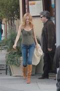 Хизер Грэм, фото 1743. Heather Graham Leaving a cafe in Beverly Hills FEB-4-2011, foto 1743