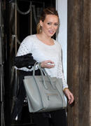 http://img40.imagevenue.com/loc250/th_556584377_Hilary_Duff_leaving_her_hotel1_122_250lo.jpg