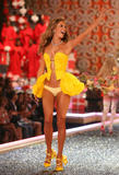 th_08751_fashiongallery_VSShow08_Show-269_122_662lo.jpg