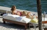 HQ's are up..... - HQs of Jennifer Aniston in Miami Beach, FL..... Foto 604 (Штаб являются до ..... - Штаб-квартира Дженнифер Анистон в Miami Beach, FL ..... Фото 604)