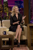 th_80228_Celebutopia-Charlize_Theron_appears_on_The_Tonight_Show_With_Jay_Leno-05_122_834lo.jpg